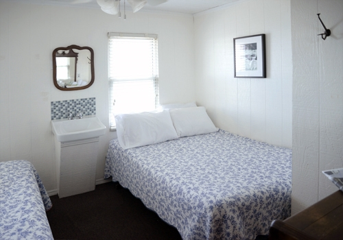 Room 6 - Two twin beds ½ bath, a/c ceiling fan. This room bright and comfortable and has a beautiful view over the Great South Bay. Click here to reserve.