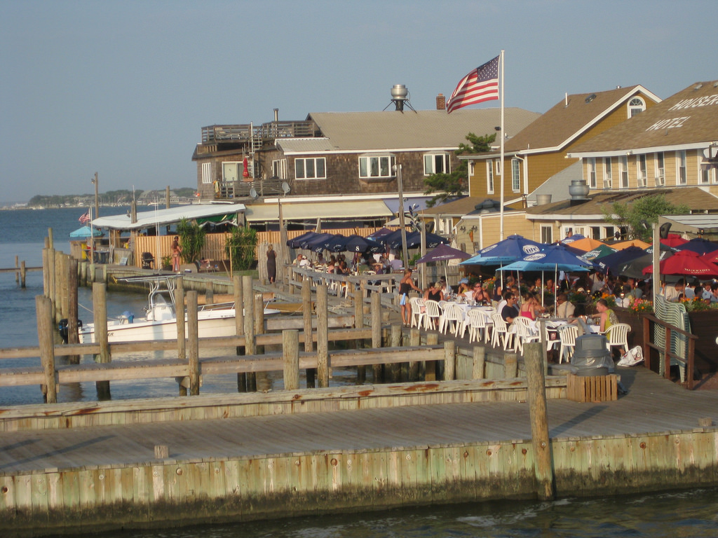 Housers Hotel On The Bay