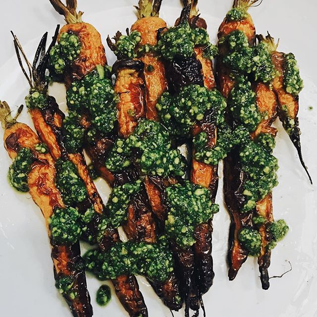 Carrots with chunky pesto! Simple and stunning. (Keep the tops on for a chip like crunch!) ------------------------------ #chefmode #healthyfood #cleaneating #glutenfree #homemade #carrots #pesto