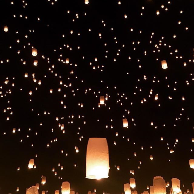 What's on your bucket list? ✅ . Last year I had a wonderful experience at @risefestival ✨ As I gathered there, in the Mohave desert, with thousands of other festival goers, I laid down my mats on the warm sand and started writing my messages on my giant lanterns. I looked around. Smiling faces and beautiful souls everywhere, singing, dancing or sharing stories of joy, celebration, loss, dreams, hopes and so much more. Music was carried by the winds and waves of emotion and excitement danced in the air 🌬 . The sunset came and left, and in the darkness of the starry night we were at last all one big movement. One giant group of strangers ready to share a unique experience. A powerful moment. Magic. We held our lanterns and all at once, released them into the skies 🌌  Imagine thousands of people gasping at once, in awe at the beautiful sight, in the quiet of the desert 🌵 watching all those lanterns rising and reaching the stars ... ✨ . So. What's on your bucket list? ✅ . . . . . . . . . . . . . . . . . #goodmorning #sunday #goodvibesonly #funtimes #life #love #festival #risefestival #nevada #desert #lanternfestival #beautiful #music #memories #bucketlist #adventure #roadtrip #fun #enjoylife #lifecoach #motivation #inspiration #photooftheday #weekendvibes #night #stars #thepinkwing