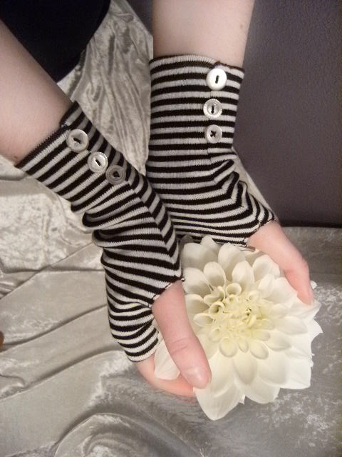 Alice Gloves 6.JPG