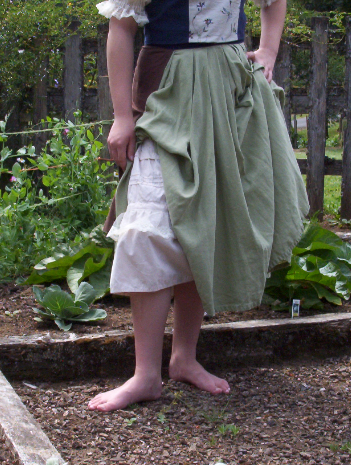 Bekah's Hobbit Dress 013.jpg