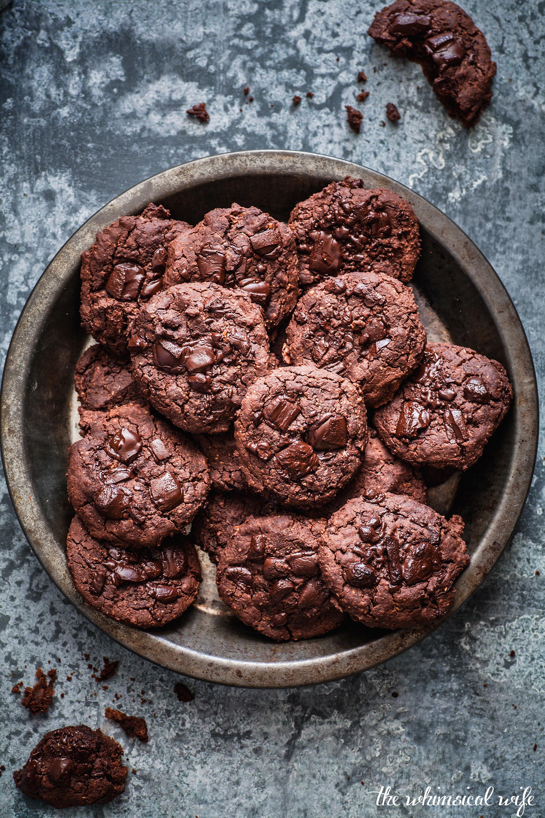 Gooey Vegan Double Choc Chip Peanut Butter Cookies {DF, GF & Vegan} | The Whimsical Wife