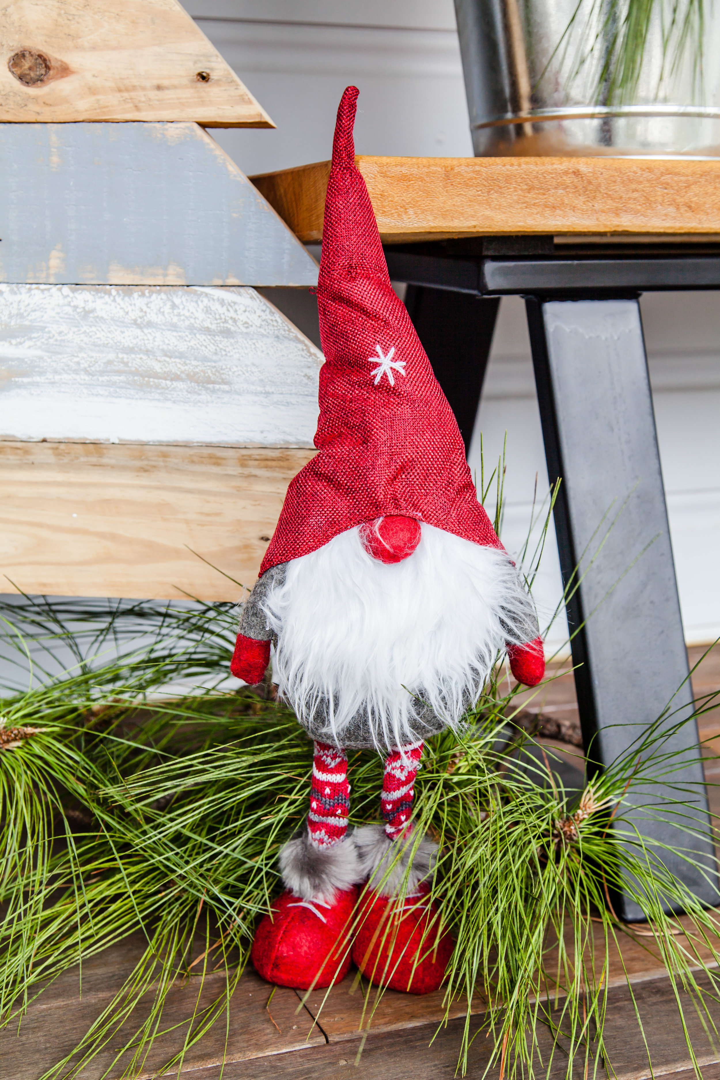 Rustic Pallet Christmas Tree + Video | The Whimsical Wife