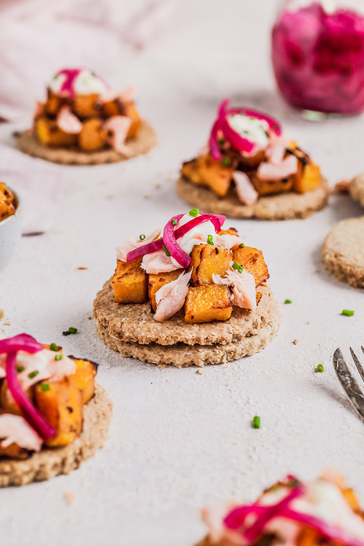 Gluten- Free Oat Cakes With Miso Roast Pumpkin, Hot Smoked Salmon & Pickled Onion {GF, DF Nut & Egg Free Option} | The Whimsical Wife
