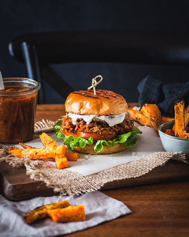 Footy finals this weekend and it's time to pull out the dude food. These Slow Cooker Chipotle Hawaiian Chicken Burgers are the perfect thing to serve to those footy mad boys (& girls). Really delish and a set and forget recipe which is my kind of recipe for the weekend. Make sure you buy the best chicken @inglewoodorganic located in your nearest supermarket (check their stockist page to find out where you can get it). Who are you cheering for this weekend? Recipe in profile ☝🏻 . . . . #DinnerIdeas #dinners #DinnerTable #WeeknightDinner #bhgfood #bhgbaking #f52gram @f52gram #huffposttaste #foodgawker #thekitchn #feedfeed #thebakefeed #buzzfeast #buzzfeedfood #droolclub #myfoodgasm  #teamchomp #beautifulcuisines #spoonfeed #abmlifeissweet #abmfoodie #show_me_your_food #tastemademedoit #tastingtable #foodblogfeed #todayfood #footyfood #dudefood #nrlfinals