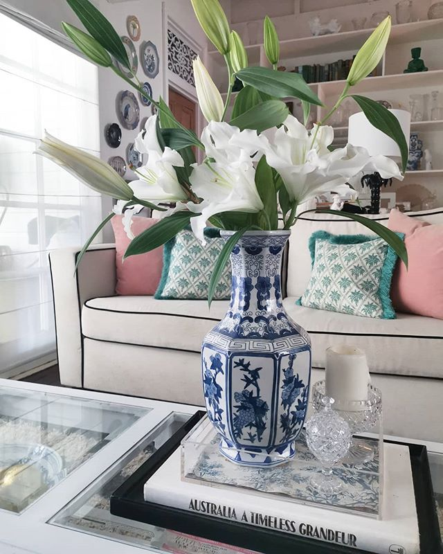 I like big blooms and I cannot lie.  Monday made better by birthday lilies.  #brisbanehomes #brisbane #homedecor #stylist #queenslandhomes #queenslander #chinoiserie #whitehouse #homebeautiful #homedecor #blueandwhite #indoorplants #flowers #interiordesign #brisbanestylist #brisbaneinteriordesigner #livingroom #lillies #blooms #floral #monday