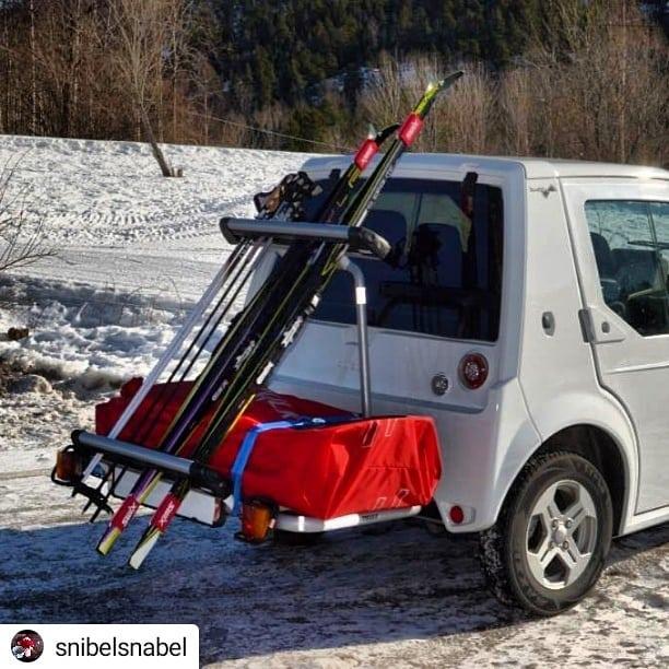 #Repost @snibelsnabel Nyt vinteren, nå kommer snart våren og elsykkelsesongen 😁 • • • • • Pulk og skistativ på Buddy'en #buddyelectric #fjellpulken #thule