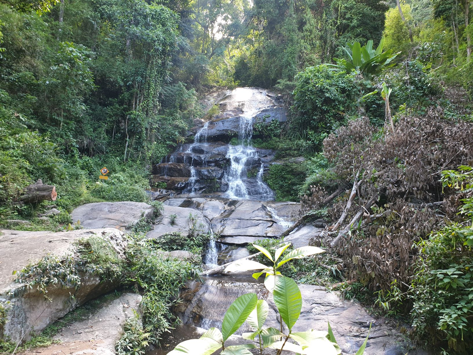 Monthathan Waterfall Level 1.jpg