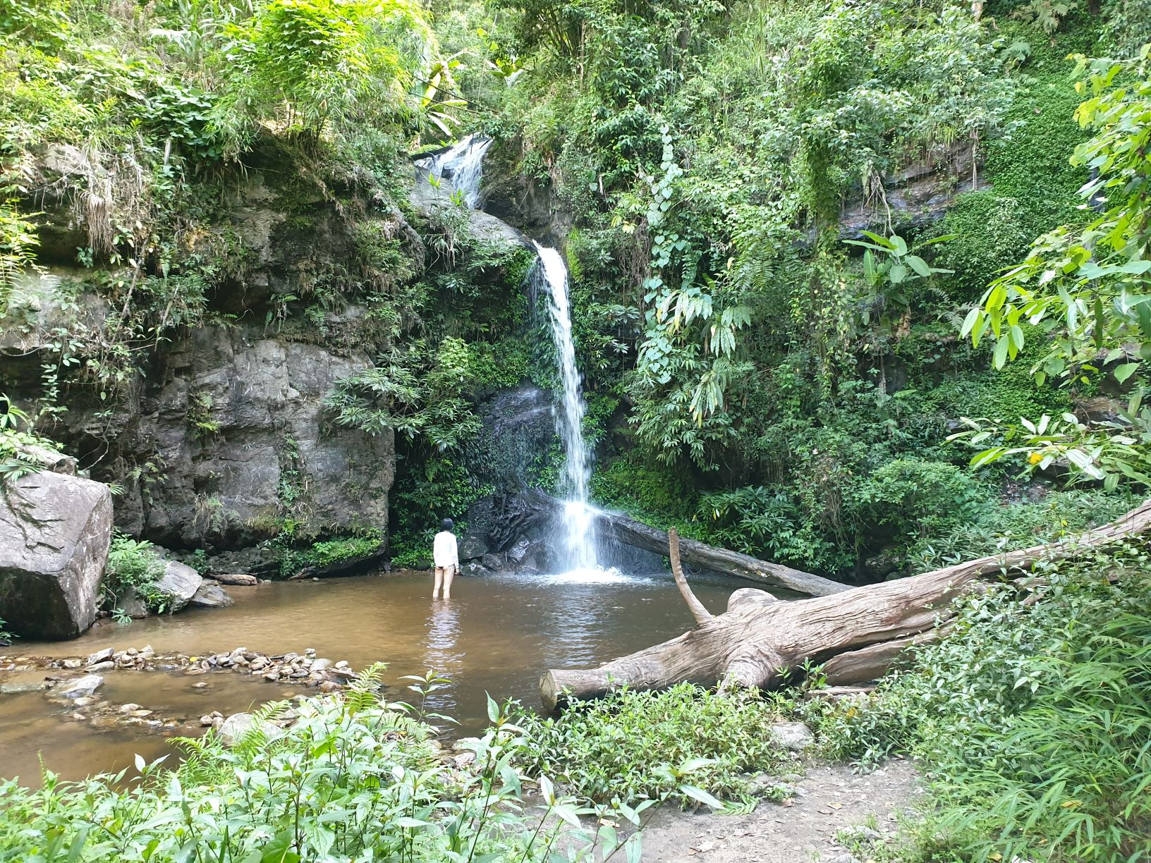 Monthathan Waterfall Level 2.jpg