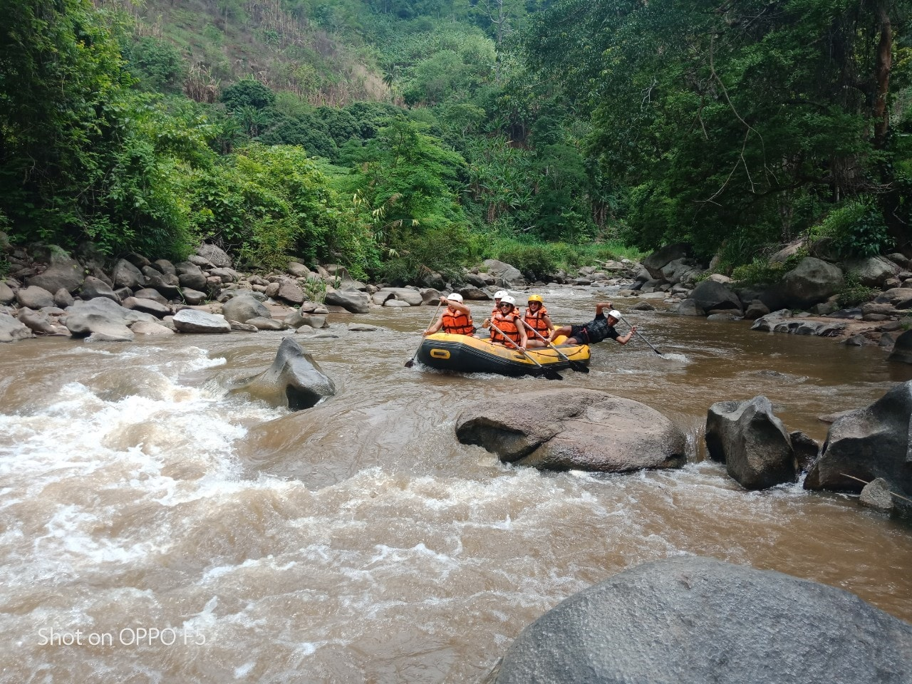 Whitewater rafing 6.jpg