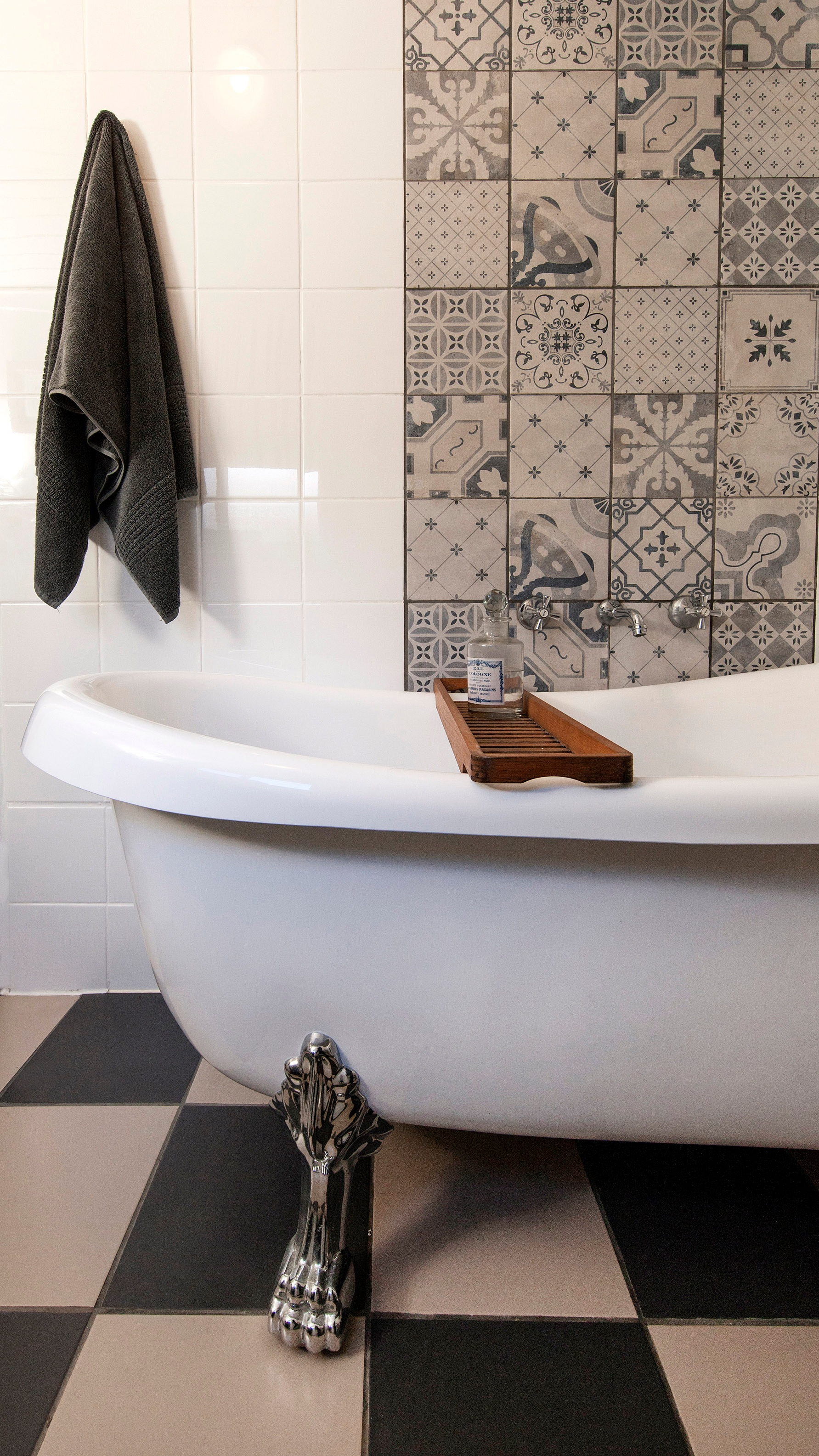 Carrie+Deverson+Interiors+Cottage+Bathroom+Blue+and+White+Tiles+Claw+Foot+Bath+Adelaide+Interior+Design