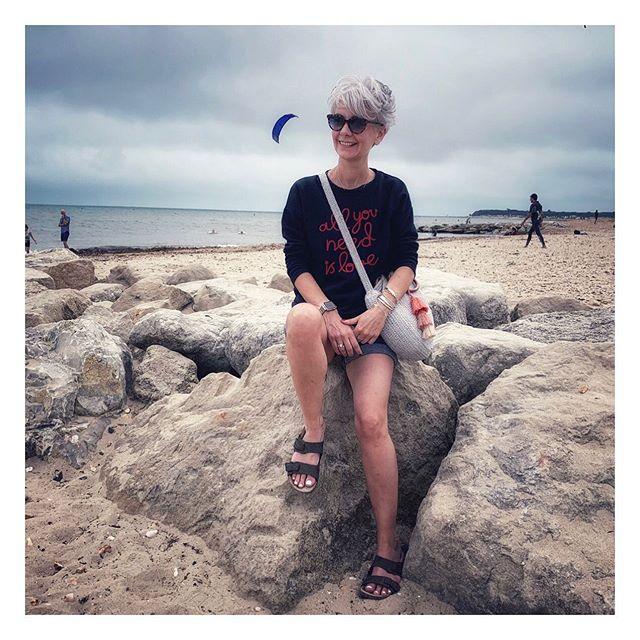 Today was spent on the beach..... 🌊 . . Sweatshirt old @shopmatalan  Shorts @nextofficial  Bag @tkmaxxuk . . #short #thesilverkat #mystyle #beachday #summersun #mystyle #instafollow #highstreet #blogger #streetstyle #thesilverkat #inspofashion #skirts #mylook  #currentfashion #inspo