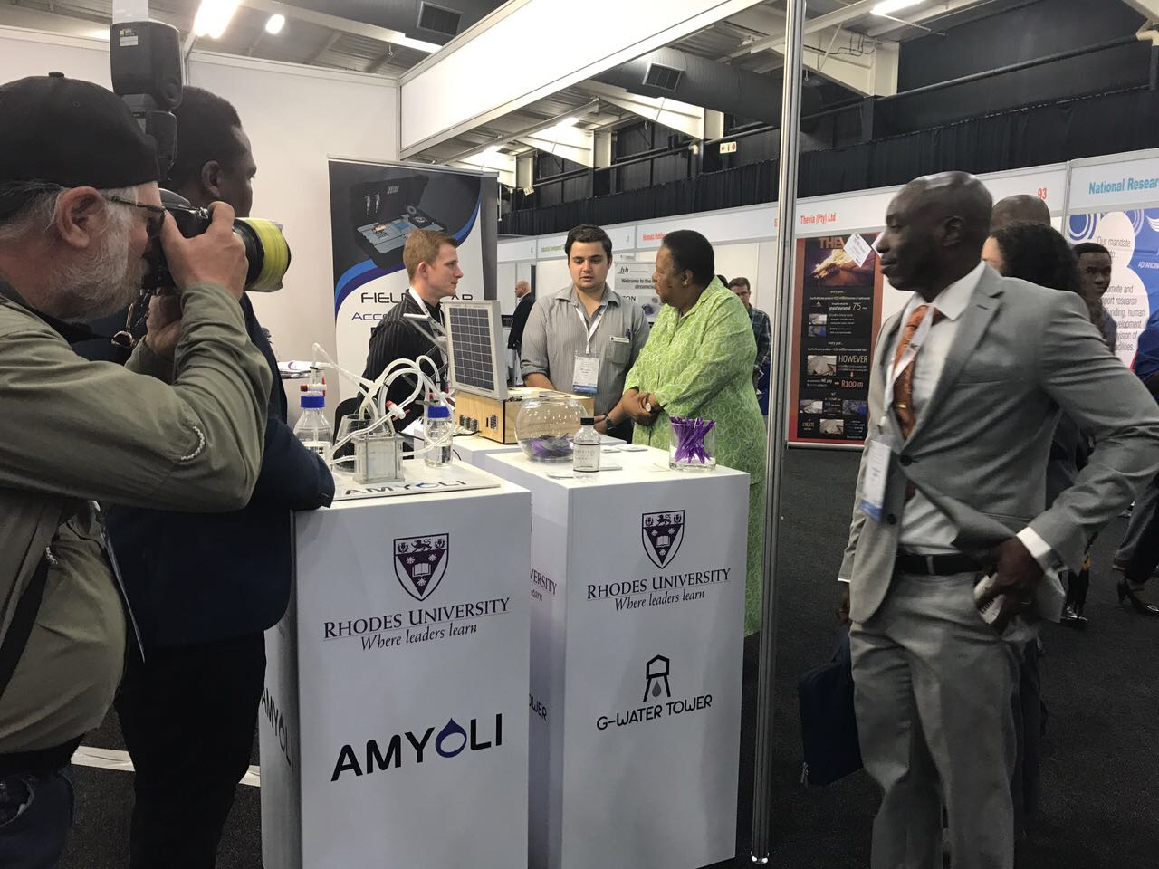 Field Lab at Innovation Bridge 2017 - Minister Naledi Pandor, Charles Faul, Lucas Lotter - Discussing Field Lab
