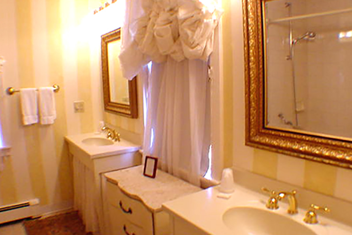 Clarkston_Room2Bath.jpg