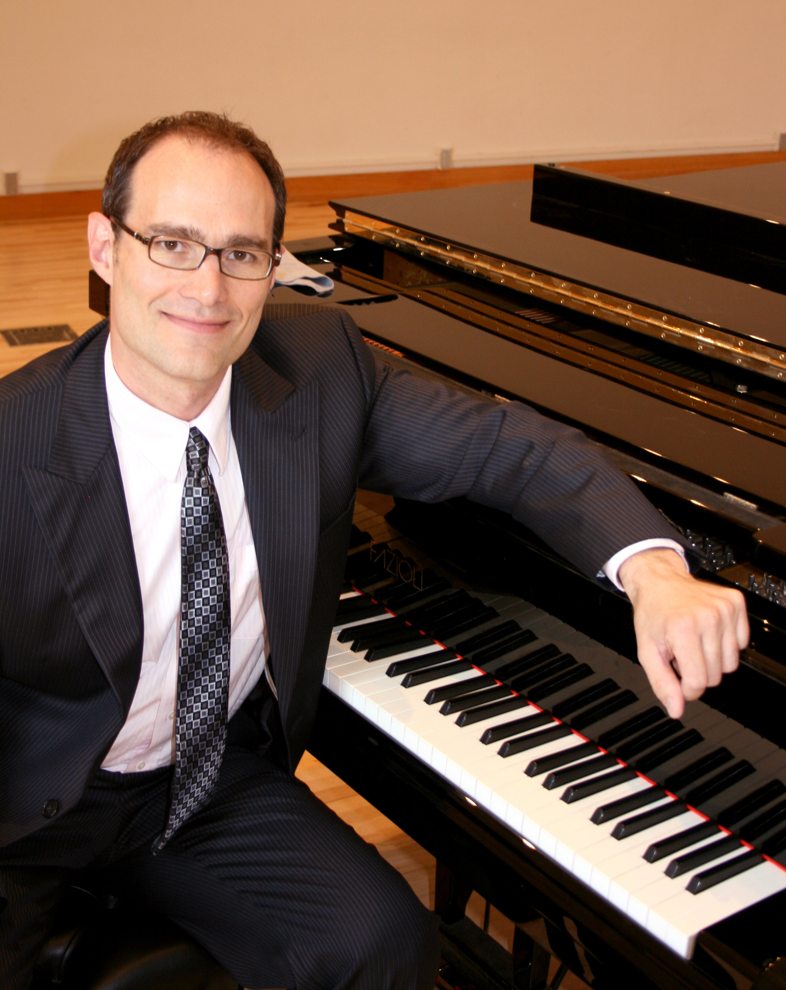 Paul Kovacovic – Piano