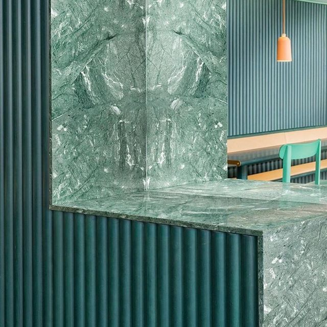 Green again.. in love . . . . . . . . . . . #bonhaminterior #curated #luxe #luxury #greenmarble #cabinetry #benchtops #luxury #texture #ribbed #dining