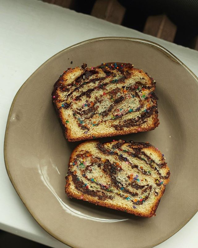 Lazy Sunday baking = the best baking. Check out my recipe for Becca's Babka at the link in my profile! #messycooking