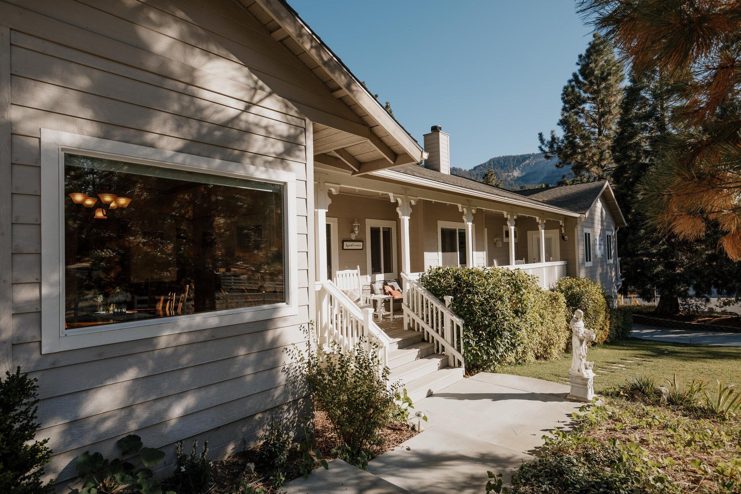 Applewood Inn Wrightwood Airbnb (56 of 73).jpg