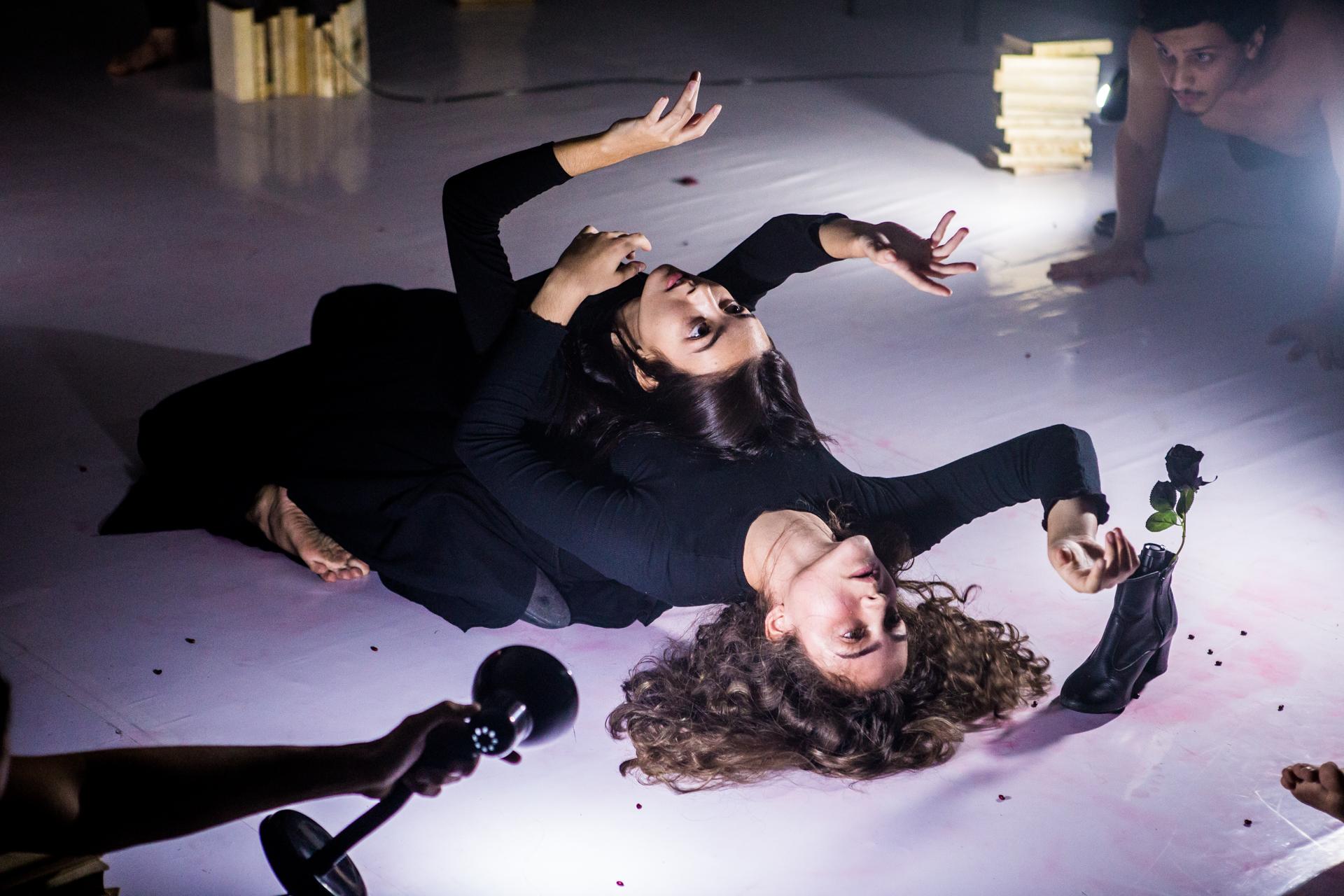 """Performance """"Formas Sutis em Tempos de Guerra"""""""