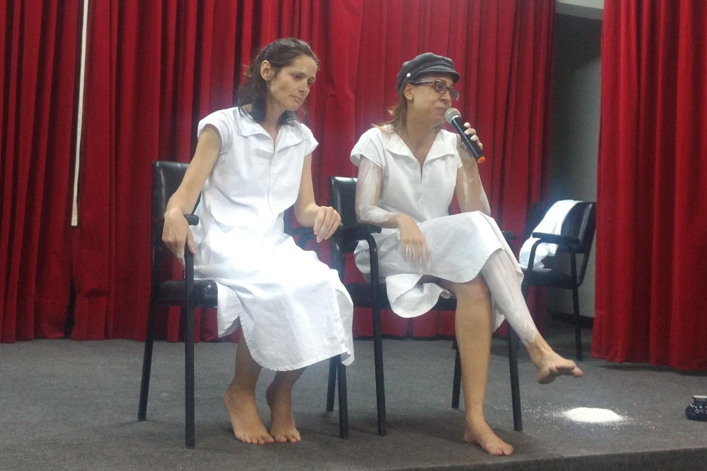 """Discussão da performance """"Emparedadas"""""""