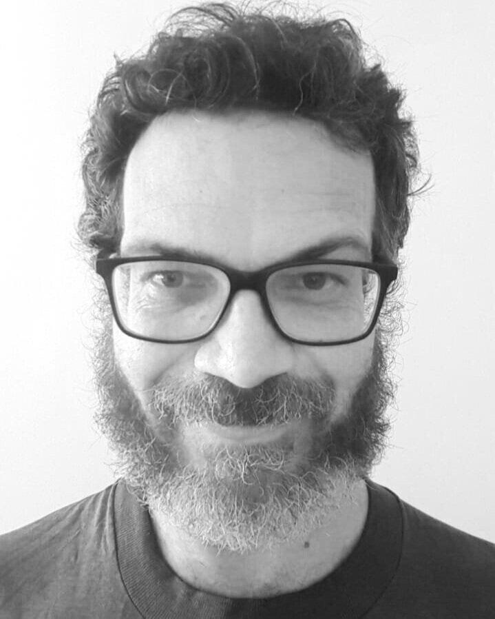 Alexandre Brautigam  é um artista que entrecruza seus saberes atuando nos amplos campos das Artes e das Ciências. Graduado em Física pela PUC-Rio e Mestre em Música pela UFRJ, Brautigam dialoga com formas artísticas visuais e sonoras, usando os conhecimentos físicos a seu favor. Teve suas composições tocadas em eventos como o Festival Futura de Música Acusmática (em Crest, França) e evento virtual de RadioArte no Uruguai, além de viaja o mundo fotografando vulcões ativos.