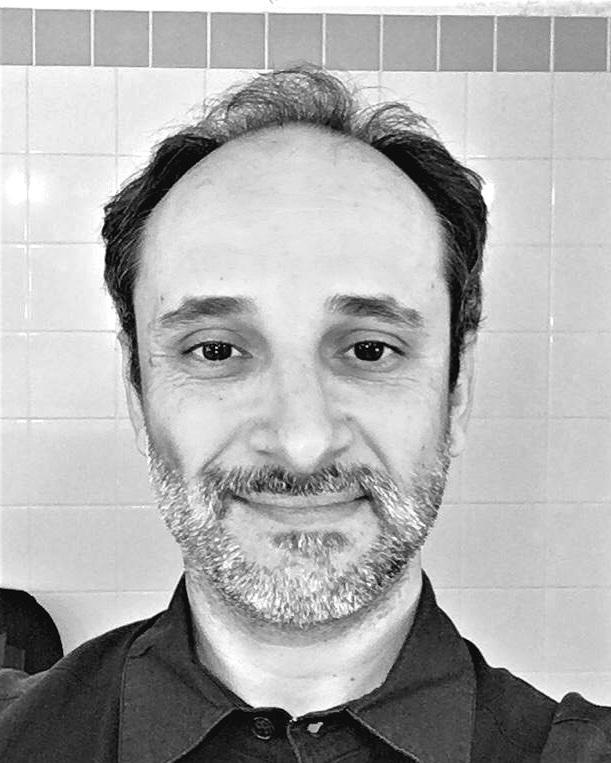 Murilo O'Reilly  é Bacharel em Comunicação Social pela FACHA, percussionista que atuou com artistas como Lenine, Paulinho Moska e Zé Ramalho, ministrante do workshop de Música Brasileira no FIMBA (Buenos Aires 2001), artista-residente no CMRMC - RJ 2008 projeto [de Cage à rave: pesquisa de linguagem], diretor musical e autor de diversas trilhas sonoras.