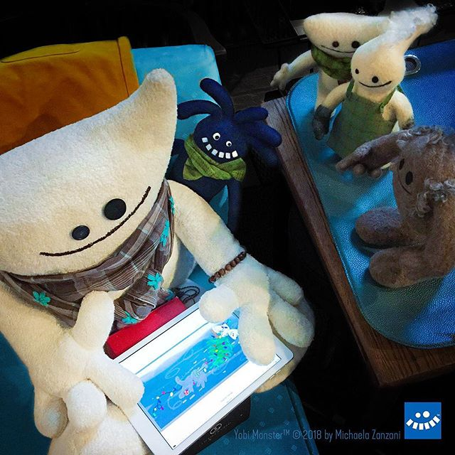Big Yeti is reviewing this year's holiday greetings creative concept with Little Yobi, Yeti, Ritzu and Squatsch on the iPad. The crew is ready for the photoshoot at @aobstudiophoto  #holidays #yobiandyeti #yobimonster #creativeconcepts #photoshoot #aobstudiophoto #happyholidays #needlefelting #characterdesign #artforchildren #childrensbooks