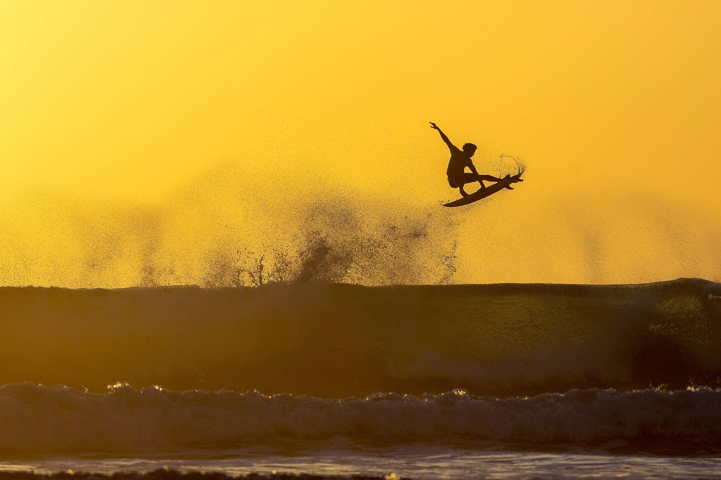Yago Dora - decolando aqui no Hawaii -elegeu seu aerialistas preferidos. Foto Henrique Pinguim