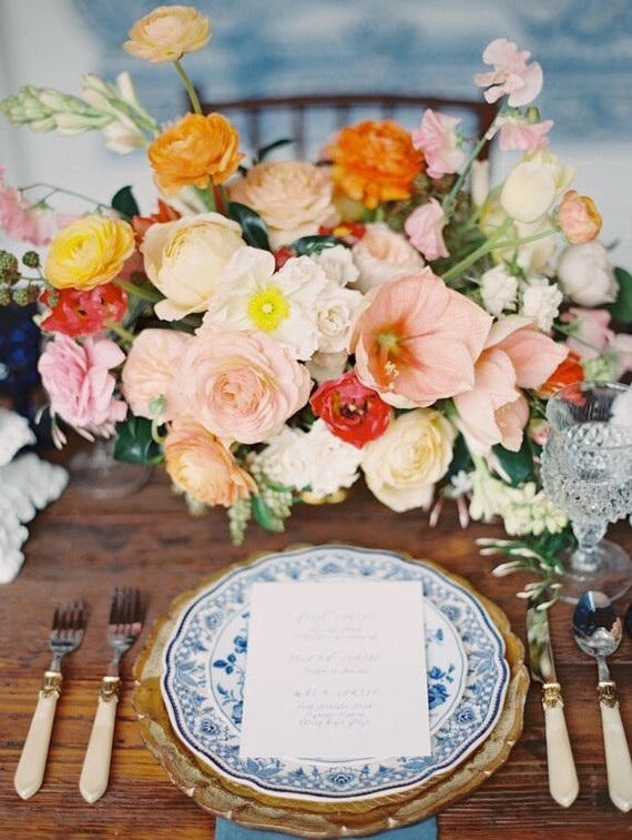 Photo by  Kurt Boomer  / Floral Design by  Heirloom Design House  / Dining Table by  witty rentals  / Linens by  La Tavola  via  100 Layer Cake