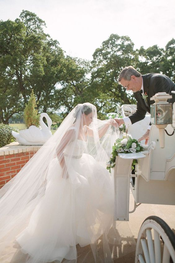 photo by  Heather Hawkins Photography via  Praise Wedding