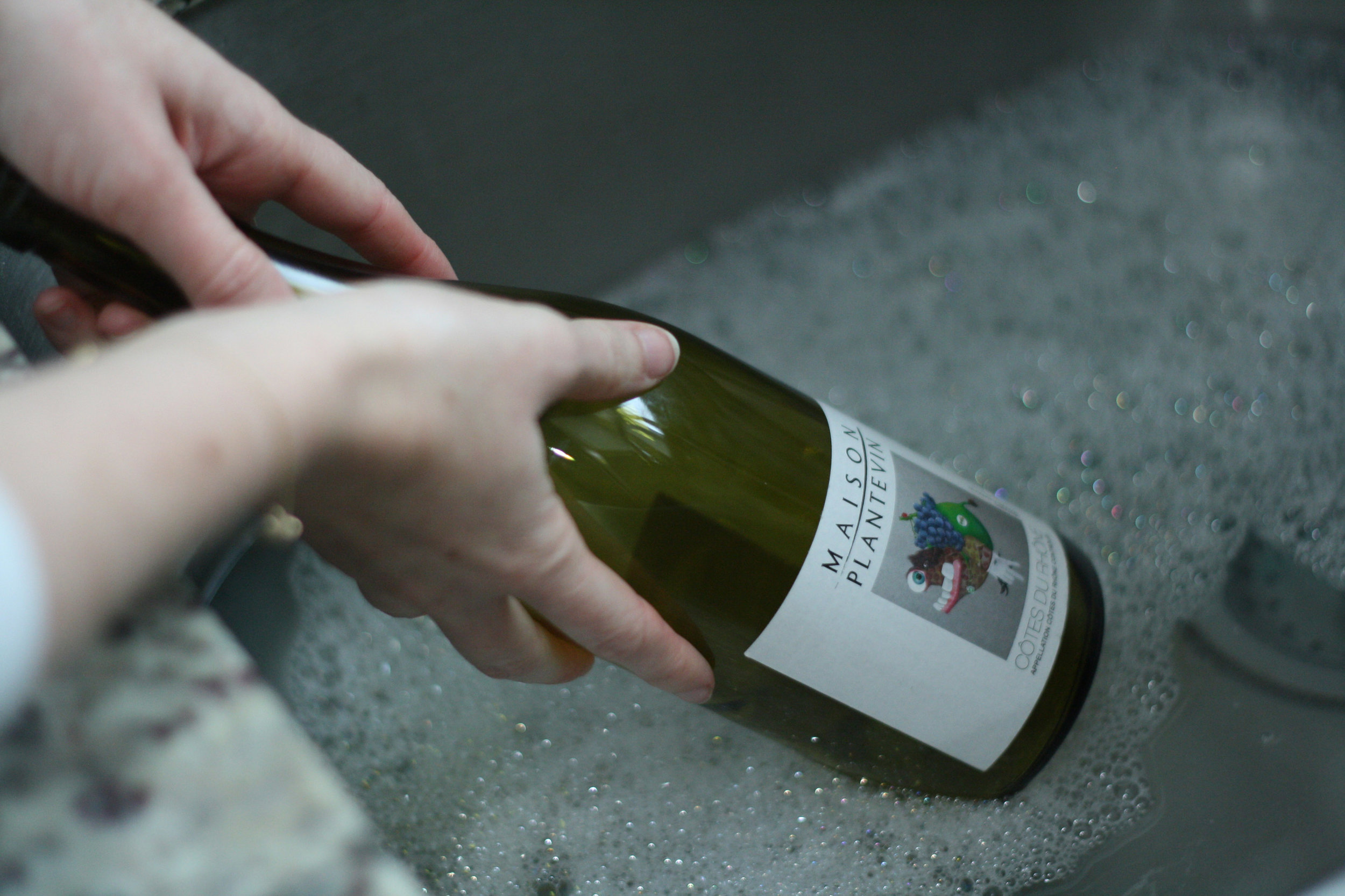 remove wine bottle label