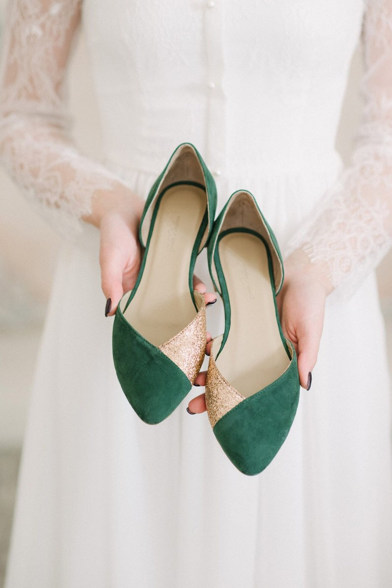 An Emerald & Gold Wedding - Shoes by Yulia Nadeeva - #weddings #emeraldwedding #goldwedding