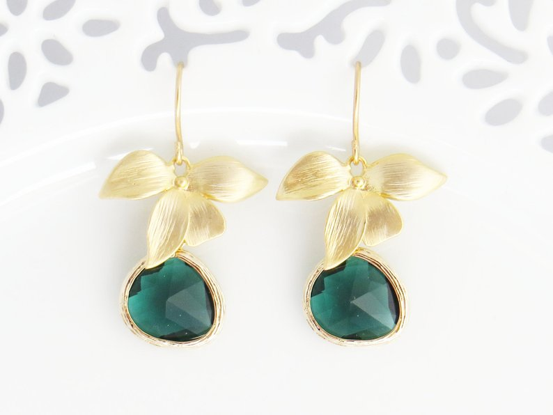 An Emerald & Gold Wedding - Earrings by Le Charme Jewelry- #weddings #emeraldwedding #goldwedding