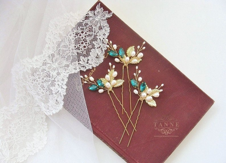 An Emerald & Gold Wedding - Clips by Tanne Design- #weddings #emeraldwedding #goldwedding
