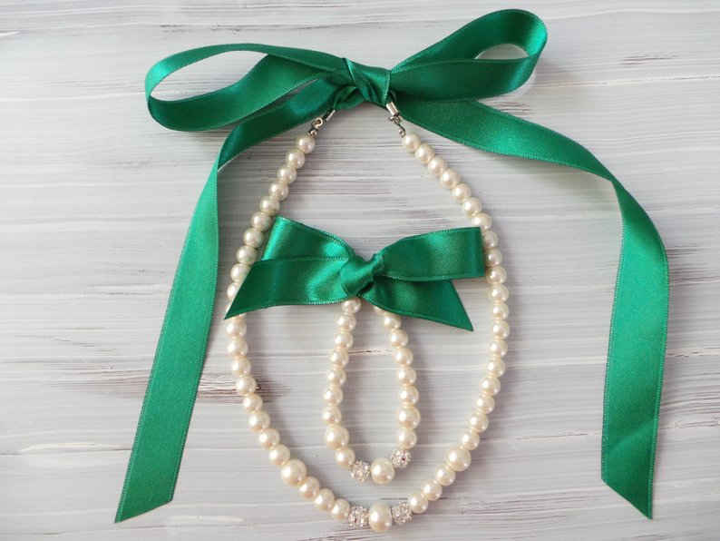 An Emerald & Gold Wedding - Necklaces by My Pearl Store - #weddings #emeraldwedding #goldwedding