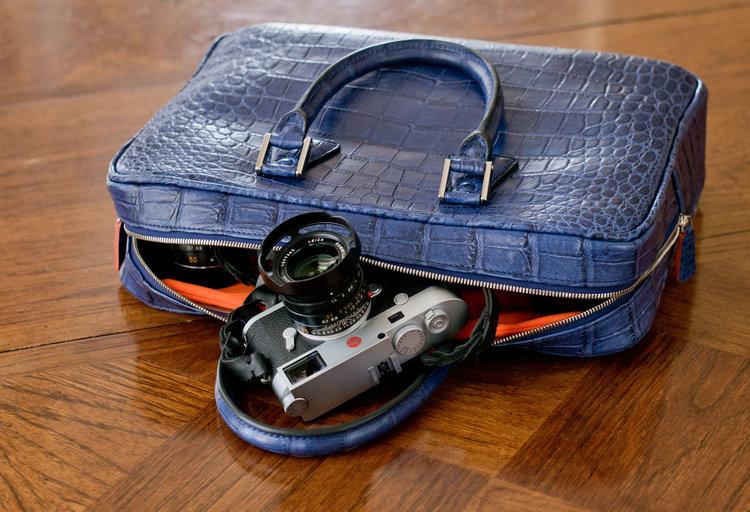 blue-camera-leather-bag-matteo-perin.jpg