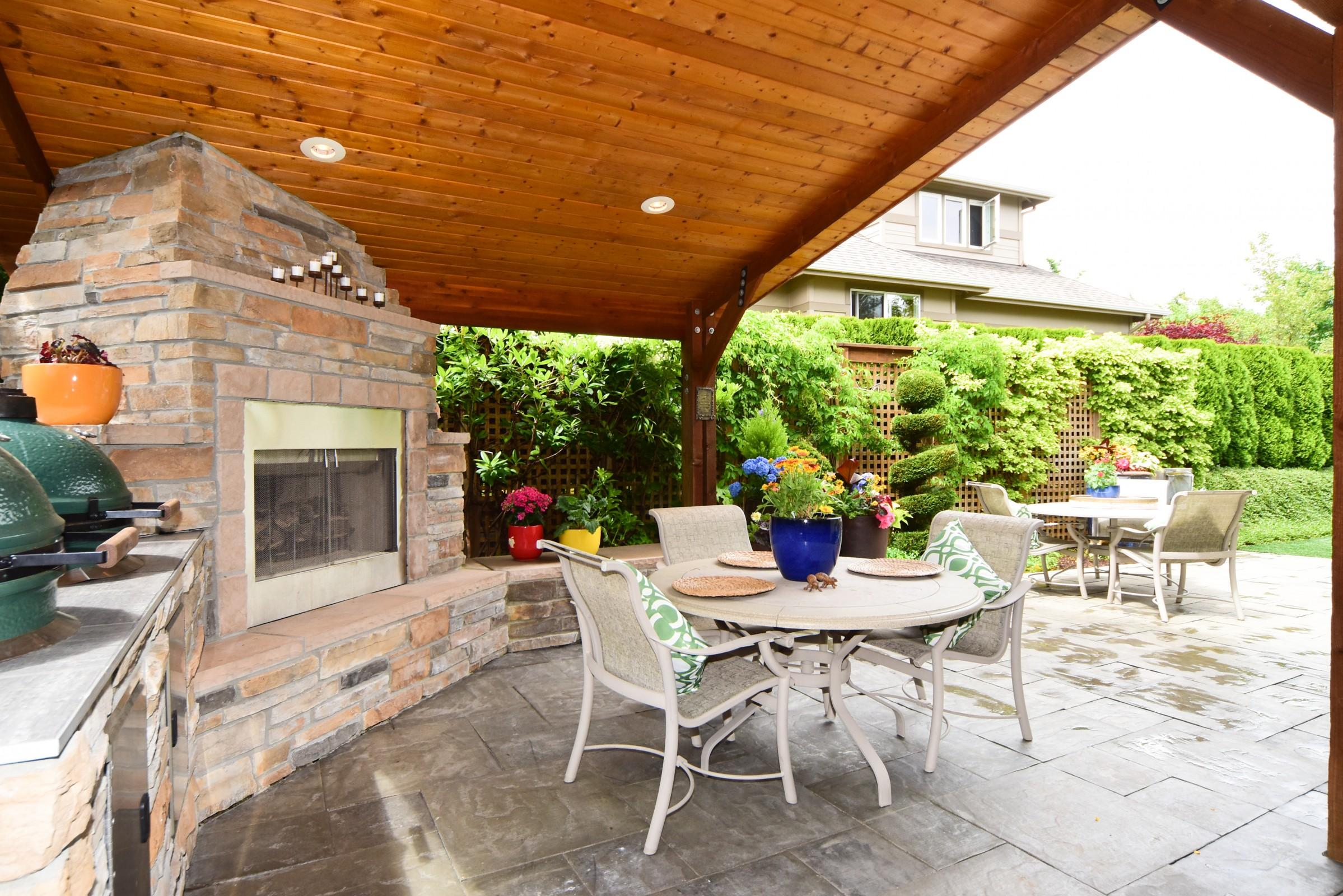 Redmond_Outdoor kitchen1.jpg