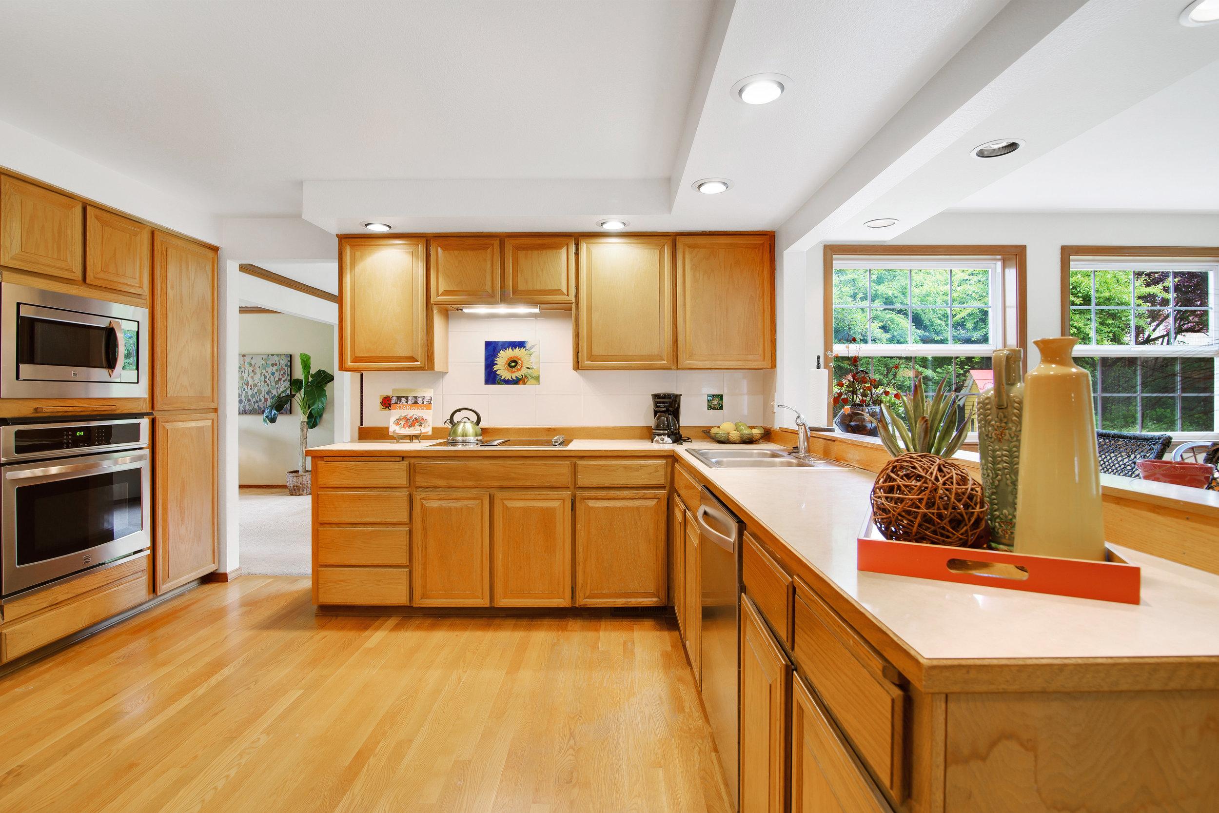 bothell_cul--de-sac_kitchen.jpg