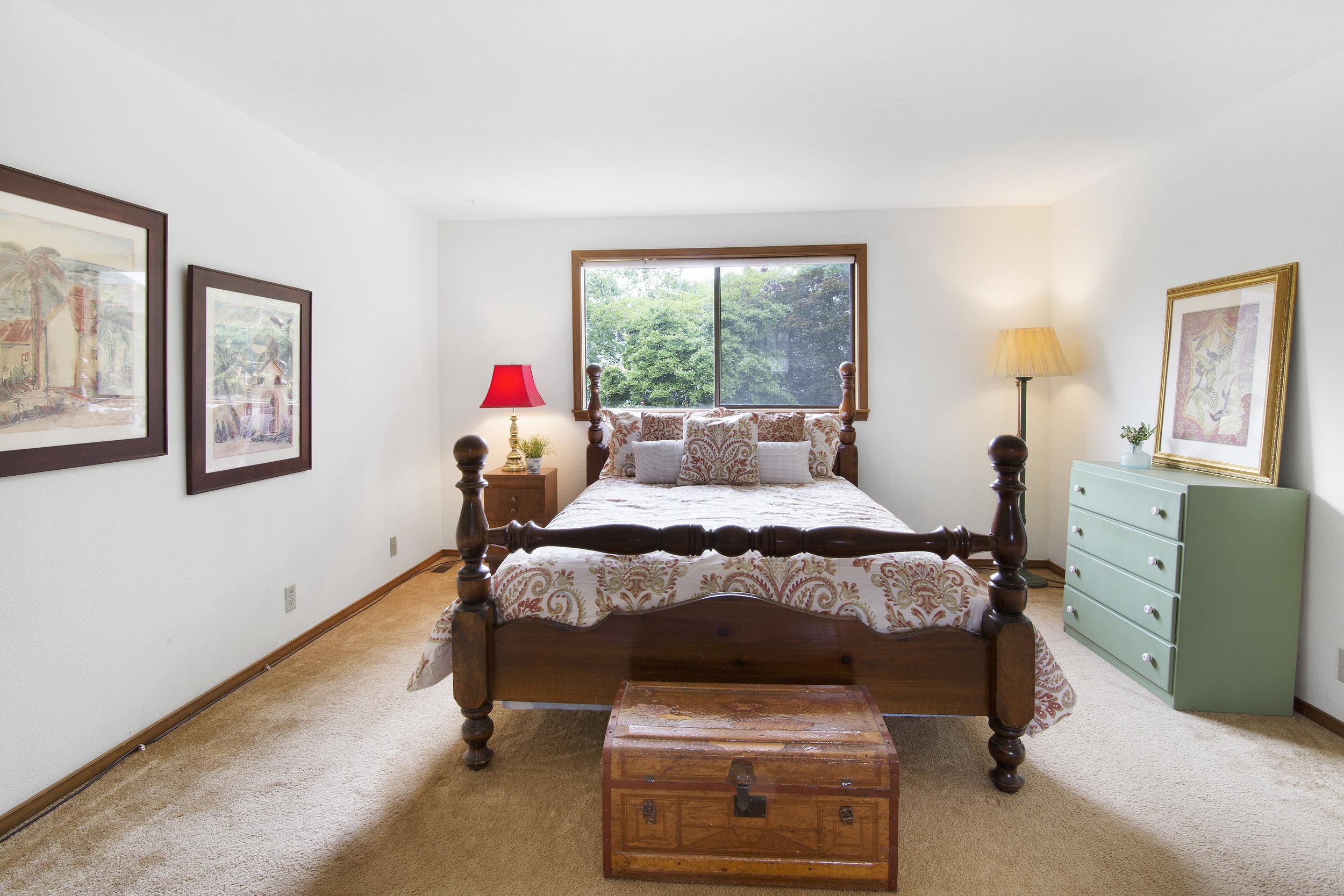 bothell_cul--de-sac_master bedroom.jpg