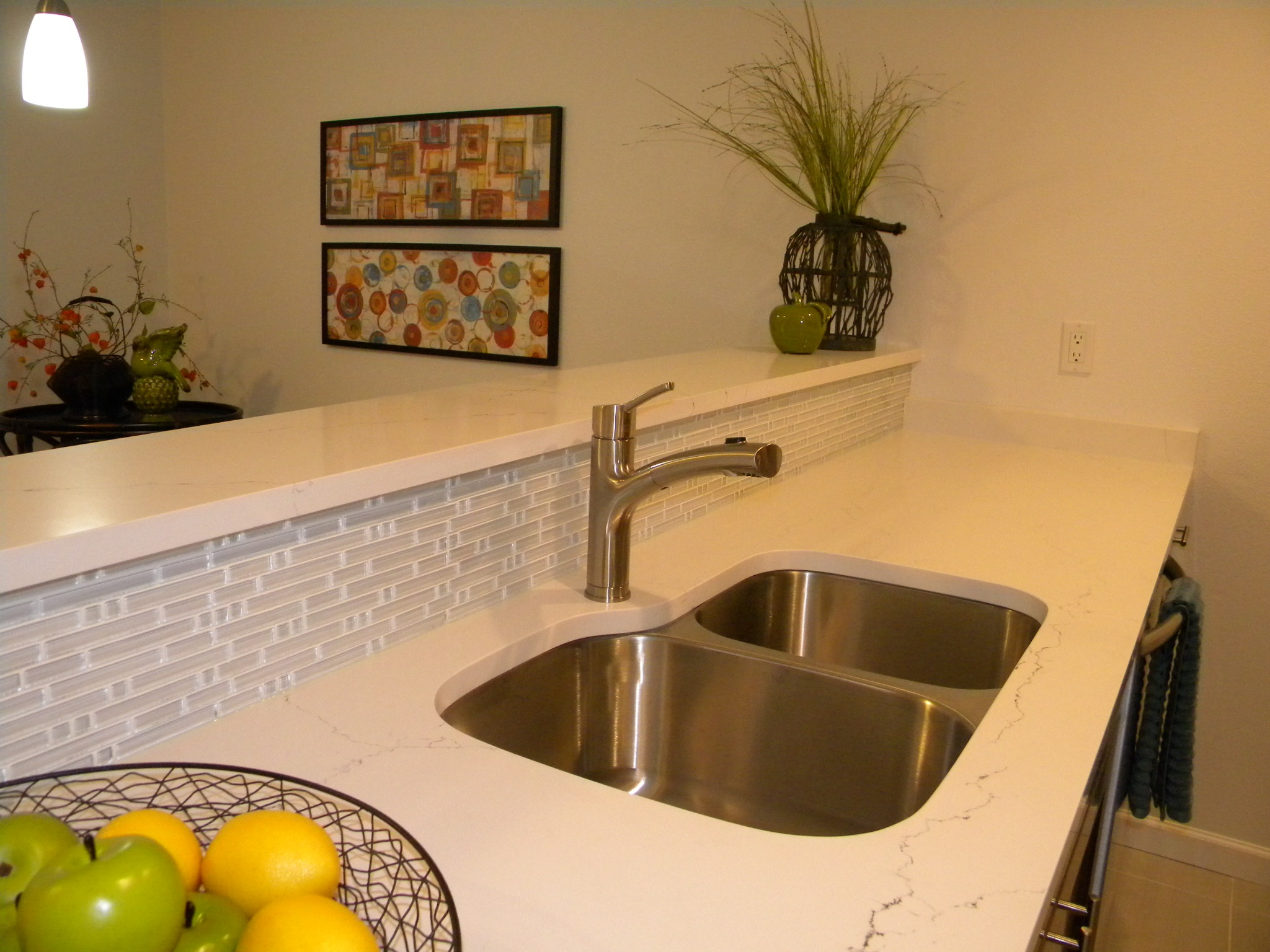 newcastle_condo_kitchen-sink-backsplash.jpg