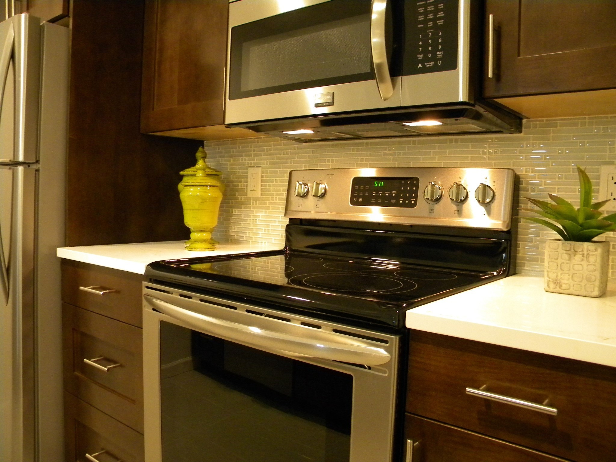 newcastle_condo_appliances-1h.jpg