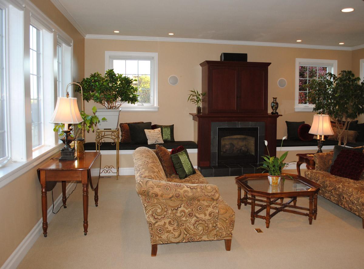 kirkland_tudor_livingroom2.jpg