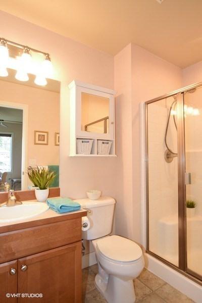 22_12108178thPlNE_8_Bathroom_LowRes.jpg