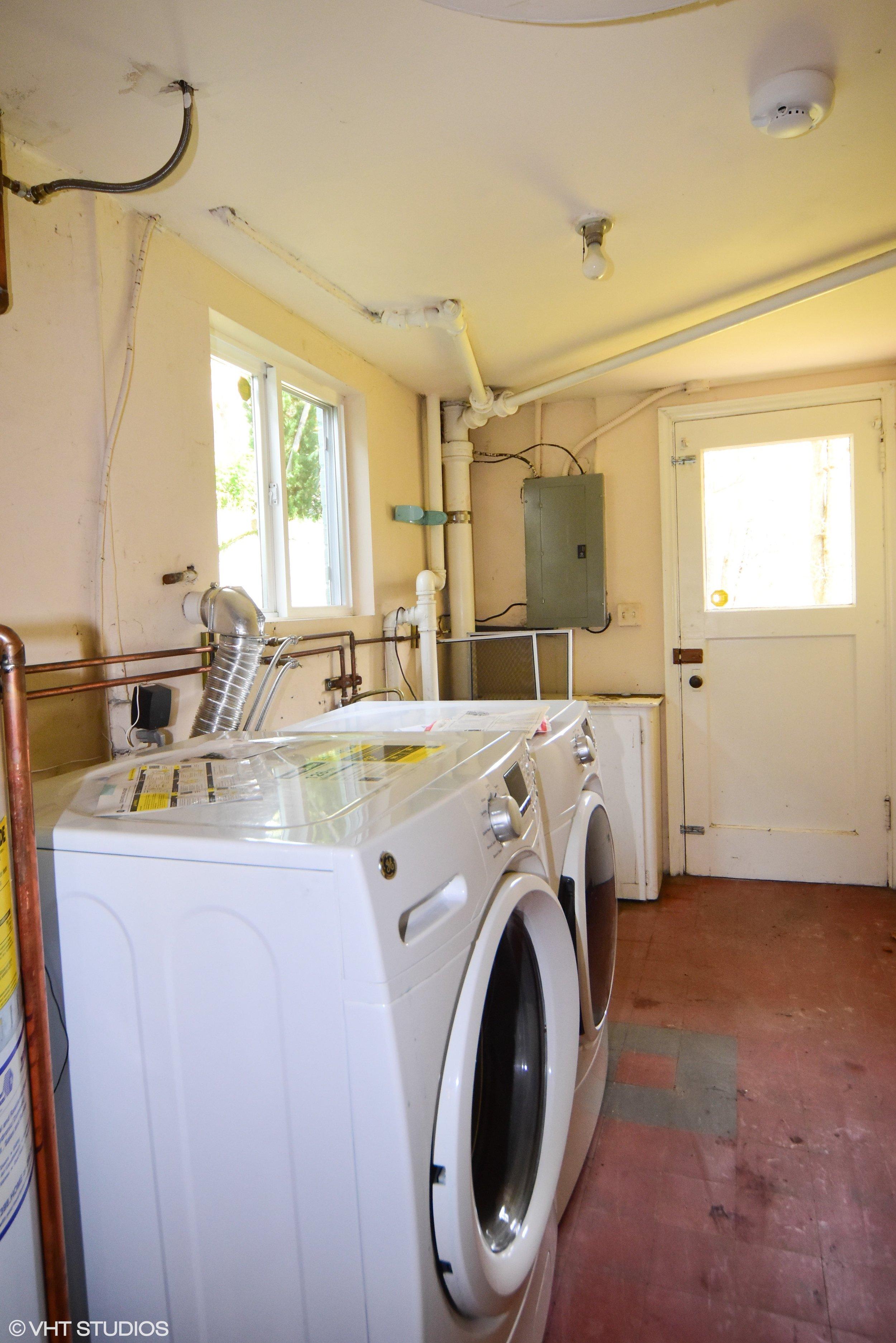 basement laundry.jpg