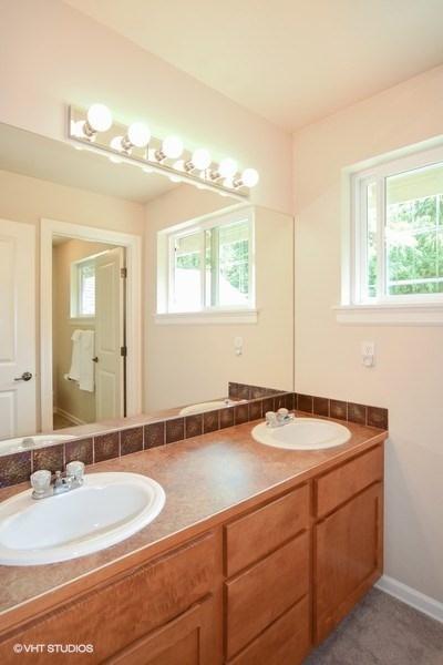 19_16621168thTerSE_323_Bathroom_LowRes.jpg
