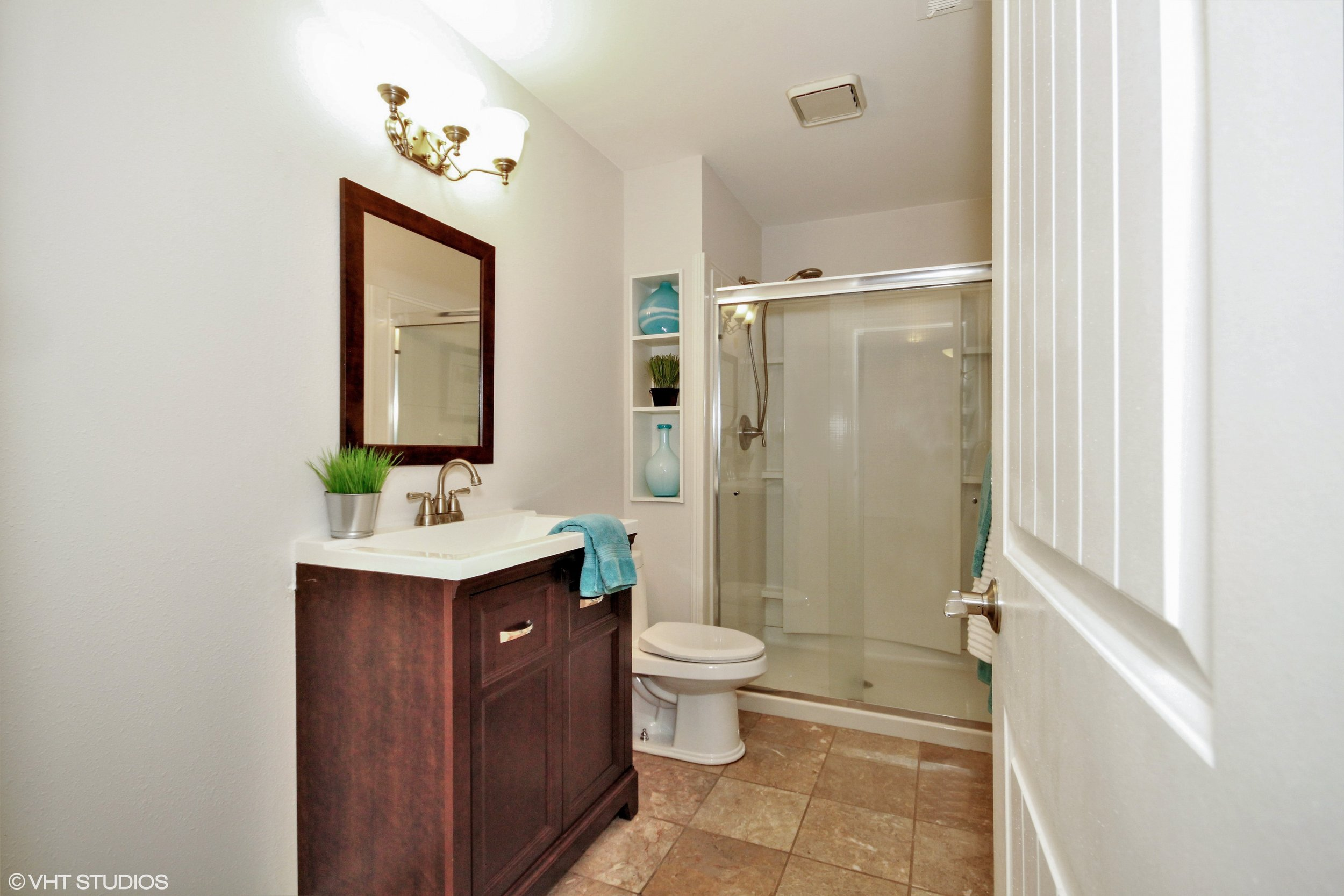 18_365093rdAveSE_8_Bathroom_HiRes.jpg