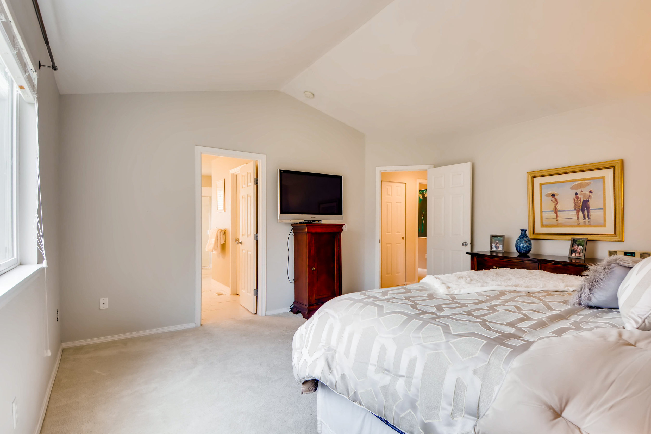 2524 248th Ter NE Redmond WA-print-018-8-2nd Floor Master Bedroom-3600x2399-300dpi.jpg