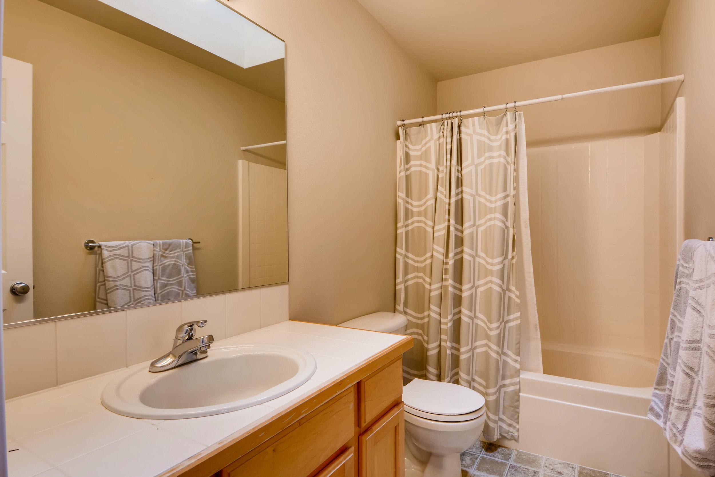 2524 248th Ter NE Redmond WA-print-021-4-2nd Floor Bathroom-3600x2402-300dpi.jpg
