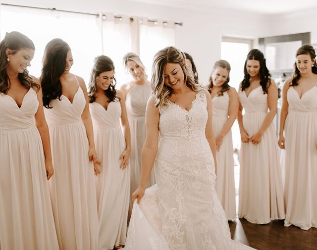 Happy One-Month Anniversary to this stunning lady✨ Leah had the best #bridetribe to support her on the best day of her life. Lovelovelove doing a bridesmaid first look. It's so emotional and special to see how much happiness and love fills a room!💞 . . . #dirtybootsandmessyhair #belovedstories #authenticlovemag #anotherwildstory #oarsandbeanies #wildloveadventures #muchlove_ig #greenweddingshoes #radlovestories #yourockphotographers #ohiophotographer #wedding #love #junebugweddings #ashleysaraphotography #deepintimatelovers #wildloveadventures #wildhairandhappyhearts #firstandlasts #unconventionaltogs #weddinglegends #theoutdoorbride #wanderingweddings #elopementlove #epicloveepiclife #photobugcommunity#thewandererscommunity #weddingdayready #elopementphotographer